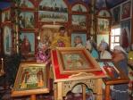 Пни в храме на празднике