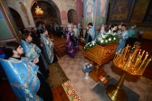 Преосвященнейший епископ Николай совершил утреню с акафистом Введению во храм Пресвятой Богородицы в Свято-Троицком храме г.Ишимбая
