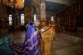 Преосвященнейший епископ Николай совершил утреню с акафистом Успению Божией Матери в Успенском кафедральном соборе