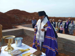 Преосвященнейший епископ Николай совершил чин освящения закладного камня в основание строящегося храма в честь св. прав. Иоанна Кронштадтского мкр. Перегонный