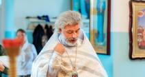 """Преосвященнейший епископ Николай совершил таинство Крещения над младенцем кризисного центра """"Ярослава"""""""