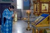 """Епископ Николай совершил утреню с акафистом пред иконой Божией Матери, именуемой """"Владимирская"""", в Успенском кафедральном соборе"""